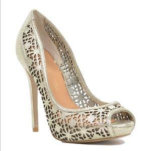 9M BADGLEY MISCHKA gold junior laser cut out heels